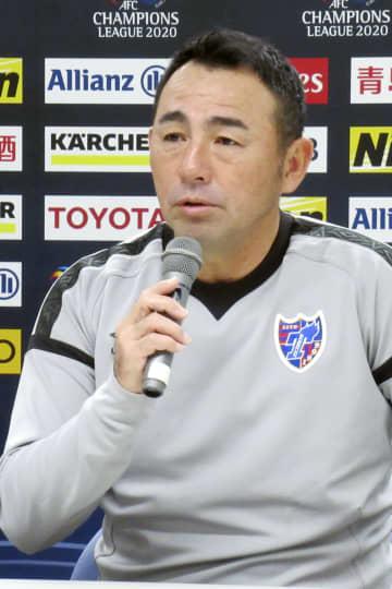 サッカーACL本大会出場を懸けたプレーオフを前に、記者会見するFC東京の長谷川監督=27日、味の素スタジアム