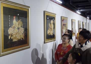 天津市民間美術展開幕 優秀作品80点を展示