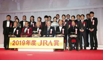 競馬、リスグラシュー関係者表彰 19年度JRA授賞式 画像