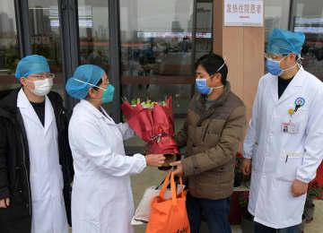 新型肺炎を治癒した患者が退院 江西省で初
