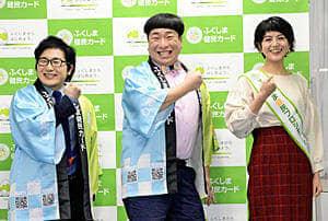 健康CMと動画をPRする長沢さん(右)とぺんぎんナッツの2人