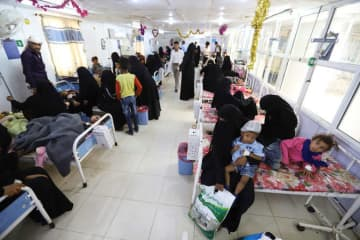 Children recuperate from dengue fever at a hospital in Hodeidah, Yemen January 21, 2020. Picture taken January 21, 2020.