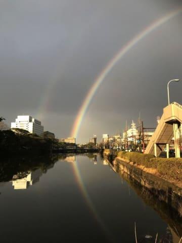 「これは珍しい」二重の虹くっきり 佐賀市中心部
