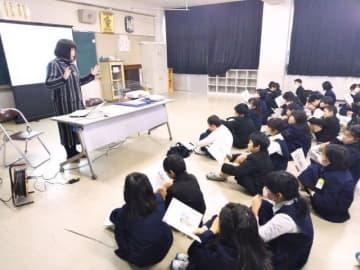 岡山市立福浜小で行われた「志授業」の様子=21日