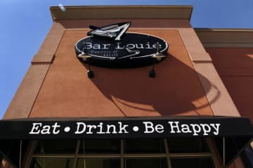 The Woodbridge Bar Louie closing leaves just two locations in New Jersey — in East Brunswick and Paramus. (Ryan Garza | MLive.com) (Ryan Garza/)