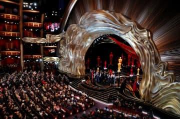 米映画芸術科学アカデミーは27日、今年のアカデミー賞関連のイベントで提供される食事はほぼ全面的に植物由来のものになると発表した。写真は昨年2月のアカデミー賞で『グリーンブック』が作品賞を受賞した時の様子 - (2020年 ロイター/Mike Blake)
