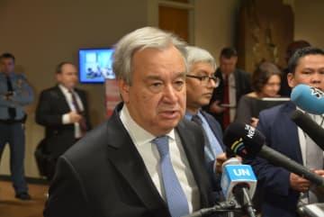記者団に語るグテレス国連事務総長=21日、米ニューヨークの国連本部(共同)