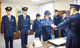 地域の安全を守る―室蘭署で新人警官4人の拳銃貸与式