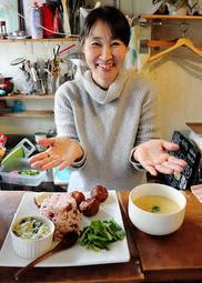 心と体に優しい精進料理を提供する堀田保美さん=姫路市本町