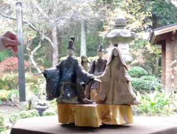 あふれる気品 陶製ひな人形「近江びな」 東金 【月刊ほぼ実物大ニュース】
