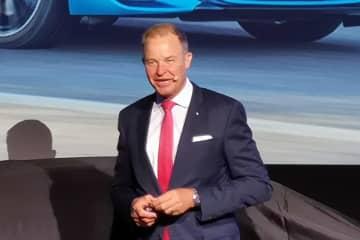 新型M8 グランクーペをプレゼンテーションしたBMWジャパンの クリスチャン・ヴィードマン社長