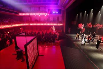 客席フラット化、京都・南座が不思議な劇空間に 上演中の「サクラヒメ」