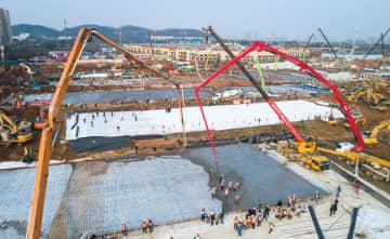 急ピッチで工事進む 武漢市の新型肺炎専門病院