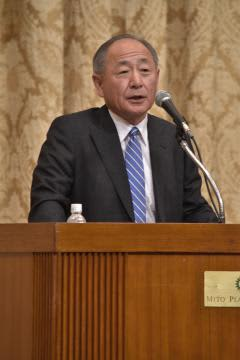 日本の安全保障について語る前防衛省統合幕僚長の河野克俊さん=水戸市千波町