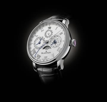 Limited-edition platinum Traditional Chinese Calendar with a rat engraved on the white gold oscillating weight. photo: photographer