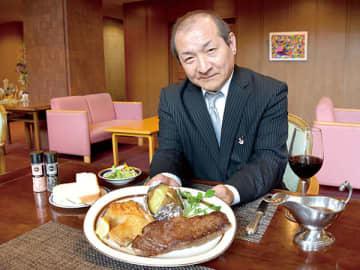 肉汁が口いっぱいに広がる牛サーロインステーキの90分間食べ放題がランチにも登場する=ヘリテイジ浦和別所沼会館
