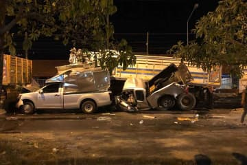 Eight vehicles were involved in this fatal pile-up at an intersection on the city bypass in Muang district, Prachin Buri, on Wednesday evening. (Photo by Manit Sanubboon)