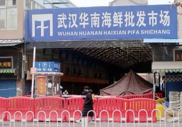 閉鎖された中国・武漢の海鮮市場=17日(共同)