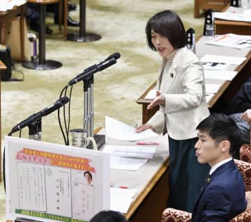 参院予算委で質問する共産党の田村智子氏=30日午後