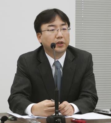 決算会見で業績について説明する任天堂の古川俊太郎社長=30日、大阪市