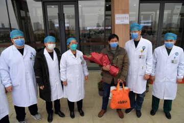 新型ウイルス肺炎患者3人、相次いで退院 江西省