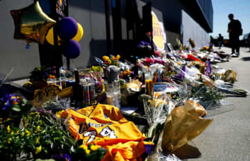 A makeshift memorial for Kobe Bryant at the Los Angeles Lakers' practice facility in El Segundo, Calif., on Wednesday, Jan. 29, 2020. - Christina House/Los Angeles Times/TNS