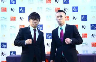 対戦する晃貴(左)と吉岡(右)