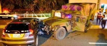 レンタカーと米軍車両が衝突した事故現場=31日午後7時56分、那覇市山下町