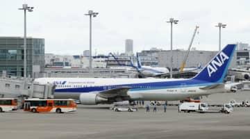 中国・武漢から退避した邦人を乗せ、羽田空港に到着した日本政府のチャーター機第3便=1月31日