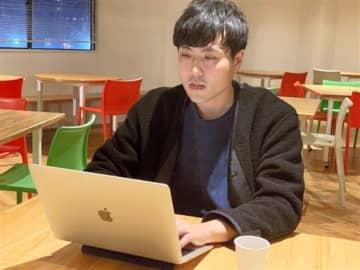 副業ならぬ「複業」として、ブログで熊本を発信する橋本さん=熊本市中央区