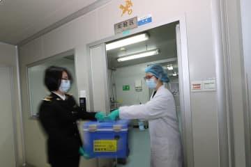 特殊な戦場、感染疑われる出入境者を検査 広州税関