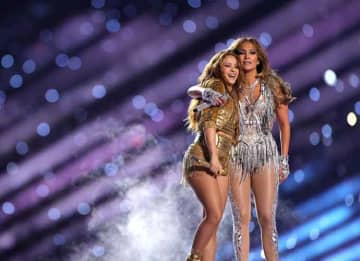 MIAMI, FLORIDA - FEBRUARY 02: (L-R) Shakira and Jennifer Lopez perform onstage during the Pepsi Super Bowl LIV Halftime Show at Hard Rock Stadium on February 02, 2020 in Miami, Florida.