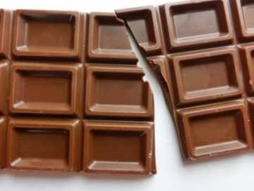 バレンタインデーの義理チョコ、女性の半数以上は「禁止」賛成