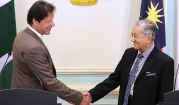 Pakistan's Prime Minister Imran Khan shakes hands with Malaysia's Prime Minister Mahathir Mohamad after a joint news conference in Putrajaya, Malaysia, on Tuesday.