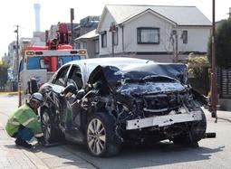民家に乗用車突っ込む 運転の83歳男性死亡 神戸