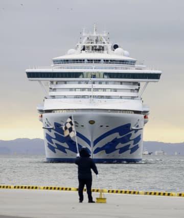 物資補給のため横浜港に向かうクルーズ船「ダイヤモンド・プリンセス」=6日午前