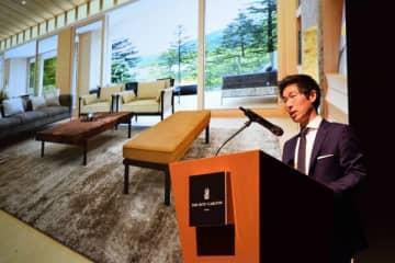 ホテル概要などを説明するザ・リッツ・カールトン日光の細谷総支配人=5日午前、都内