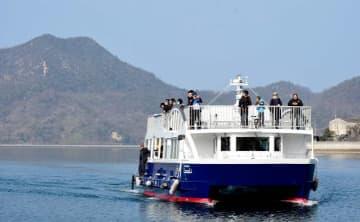 今治市の大三島と広島県尾道市の生口島を結んだクルーズ船。「しまなみ市」のための1日限定運航だ