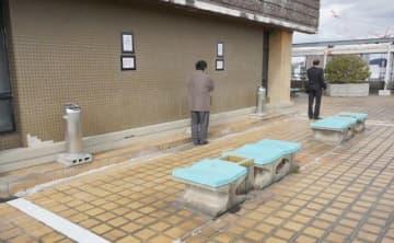岡山市が本庁舎屋上に復活させた喫煙所