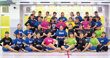 全国大会に出場する平塚学園高チアダンス部メンバー