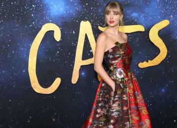 Taylor Swift & Boyfriend Joe Alwyn Hold Hands After 'Cat' Premiere