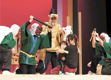 石川県輪島市に伝わる「能登のアマメハギ」。各地の来訪神行事が再現された