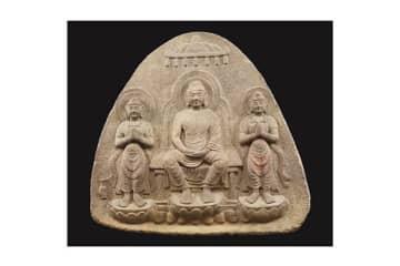 (写真:重要文化財 浮彫伝薬師三尊像/飛鳥~奈良時代・7~8世紀/奈良・石位寺蔵)