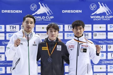 男子1000メートルで3位となった吉永一貴(右端)=8日、ドレスデン(AP=共同)