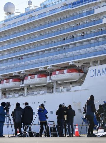 横浜・大黒ふ頭に着岸したクルーズ船「ダイヤモンド・プリンセス」=9日午前8時32分