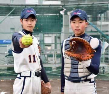 2大会ぶりのW杯優勝を誓う新島学園高の稲垣(左)と山口
