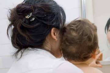 心臓発作で倒れ母親が急死 下敷きになった4ヶ月の息子も窒息死