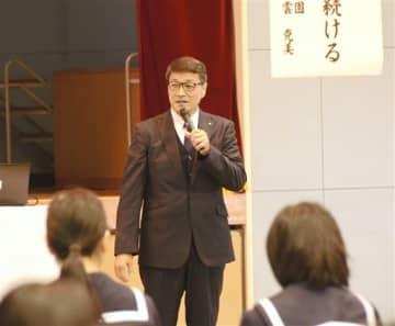 「人間力を磨き続ける」と題して講演した宗雲克美さん=錦町