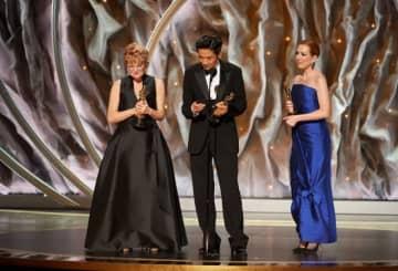 受賞時の様子。左からアン・モーガン、カズ・ヒロ、ヴィヴィアン・ベイカー - Blaine Ohigashi / (C)A.M.P.A.S.