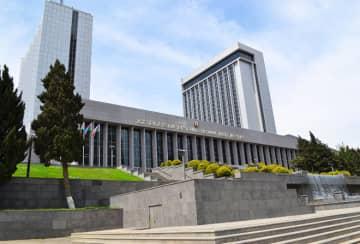 Azerbaijani parliament adopts government report via video conferencing